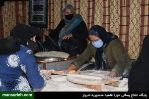 پخت نان محلی توسط موکب عشایری