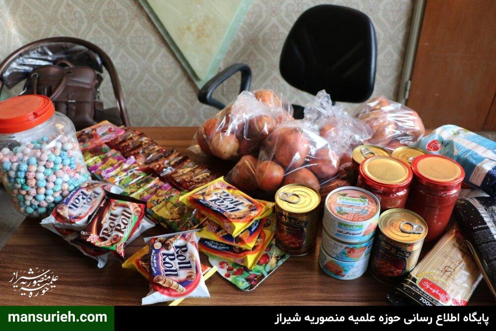 توزیع بسته های یلدایی زوج طلبه قرارگاه عمار