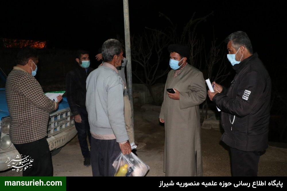 تصاویر  توزیع بستههای معیشتی توسط طلاب قرارگاه عمار حوزه علمیه منصوریه شیراز در روستاهای زلزله زده سی سخت