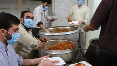 به مناسبت چهل و دومین سالگرد پیروزی انقلاب اسلامی 450 پرس غذا گرم توسط قرارگاه عمار حوزه علمیه منصوریه شیراز طبخ و توزیع شد.